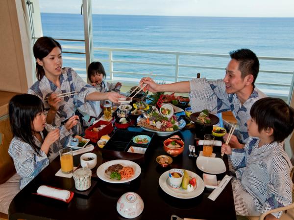 皆様でお料理を囲んで楽しいお部屋食はいかがでしょうか?