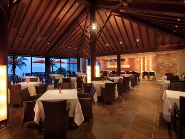 南国リゾートの雰囲気あふれるレストランGUNJO