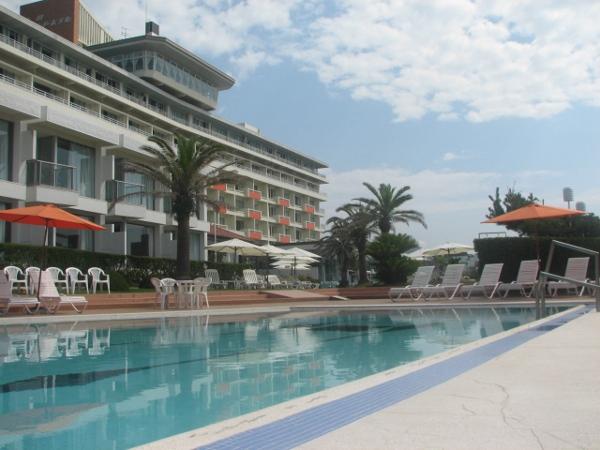 屋外プールは7月中旬〜9月上旬オープン