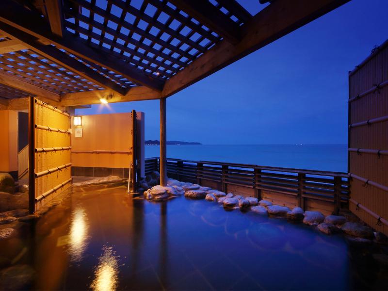 【貸切露天風呂】潮騒とともにゆったりと温泉を満喫いただけます