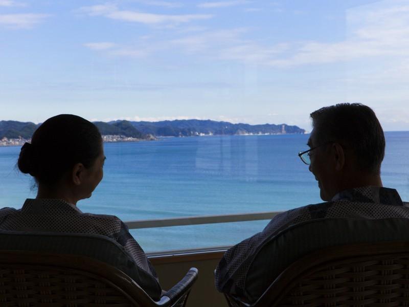 客室から海を眺めてゆったりとした休日をお過ごしください