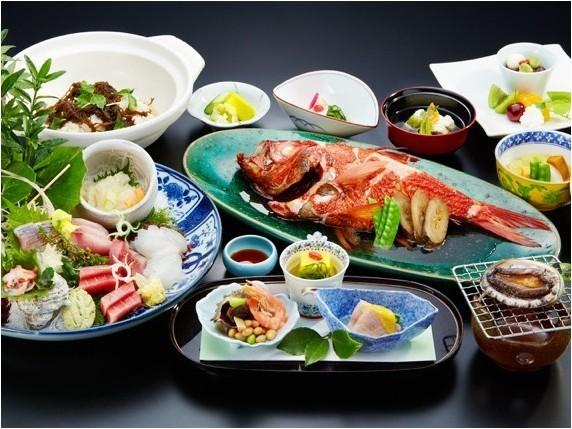あわび付き和食料理イメージ(金目鯛と刺身は2名様盛り込みです)
