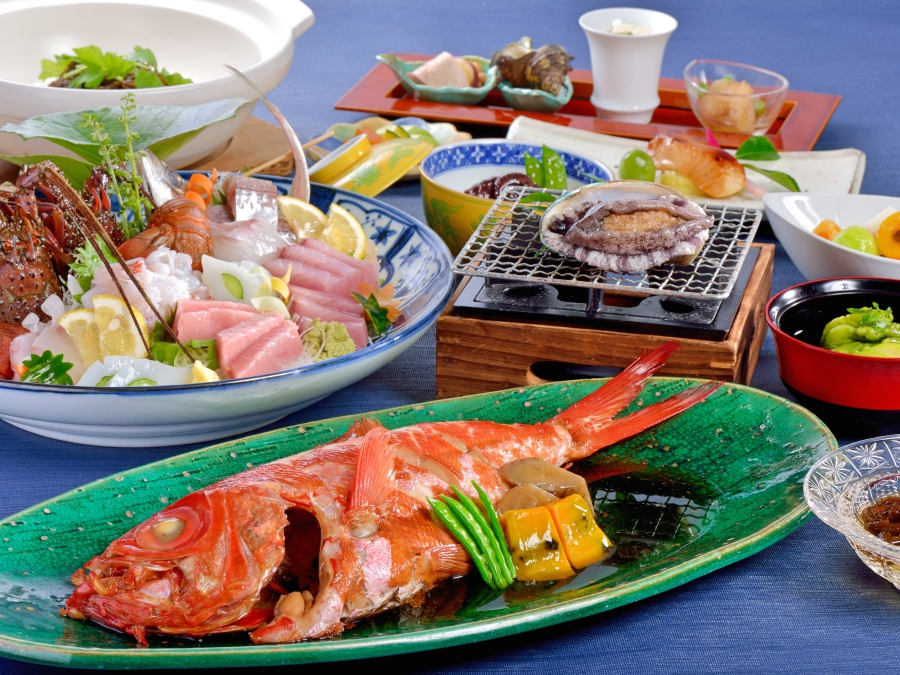 伊勢海老・アワビ付き和食のイメージ(刺身・金目鯛は2名様盛り込み例です)