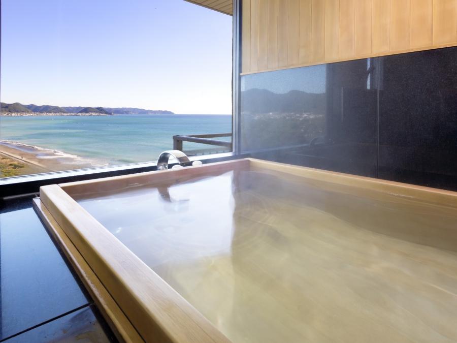 貴賓室の展望ひのき風呂