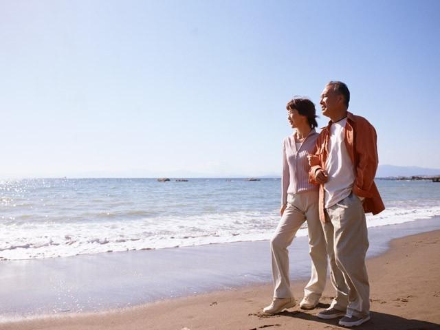 波音を聴きながら、海辺の散歩もおすすめです。