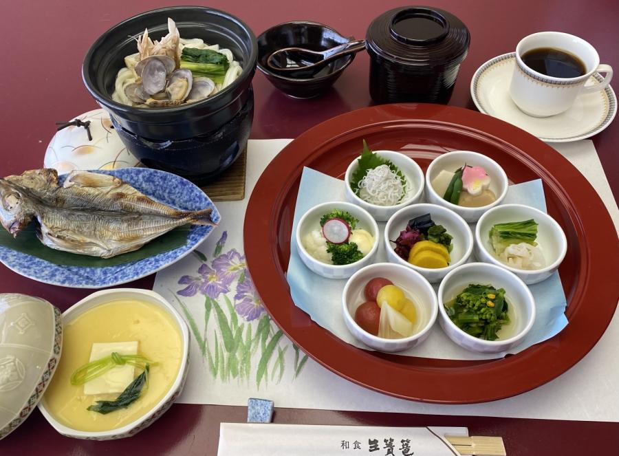 朝食は和食レストラン生簀篭にてご用意いたします