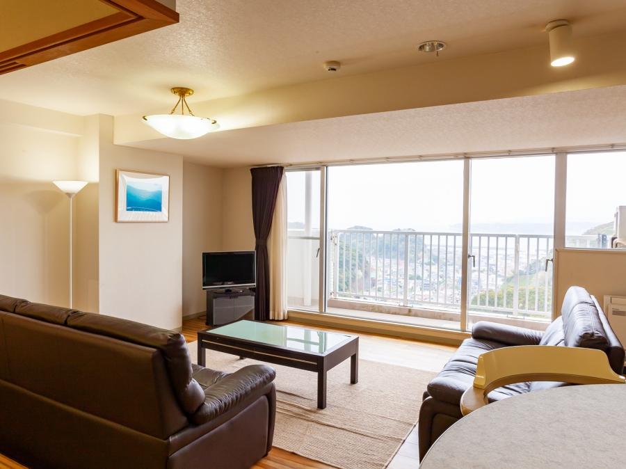 リゾートマンションの造りだから全室広々リビング付きでグループ旅行にもおすすめ