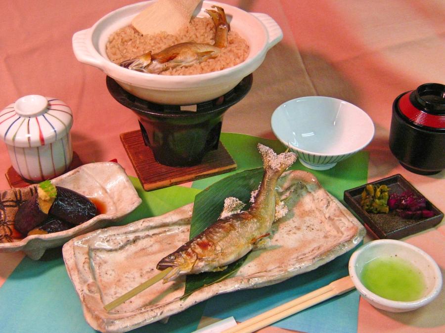 「鮎塩焼き御膳」をご夕食時にご用意致します。