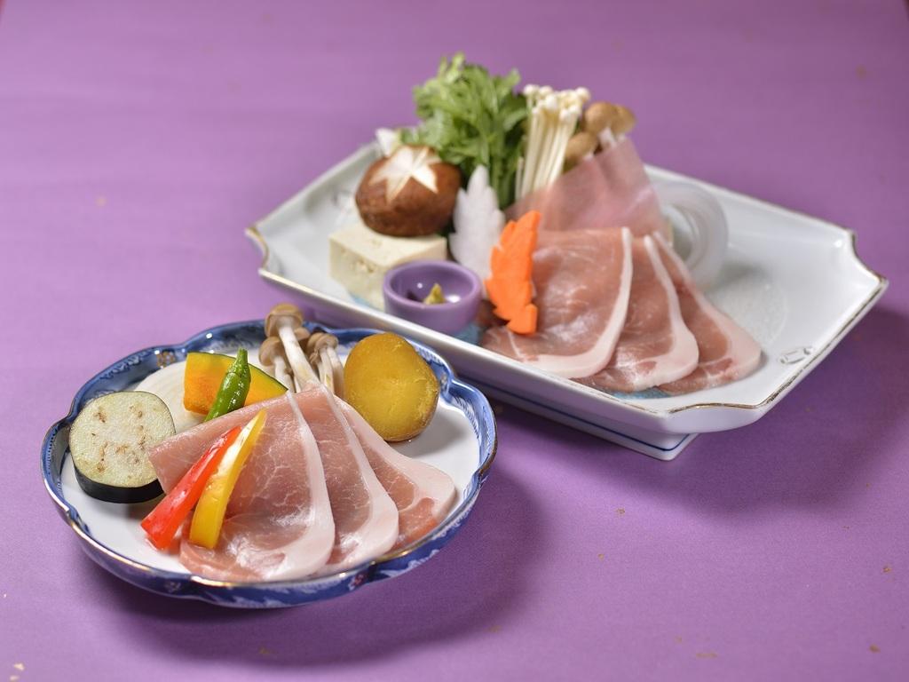 北海道産豚肉付き!しゃぶしゃぶorすき焼きでどうぞ♪