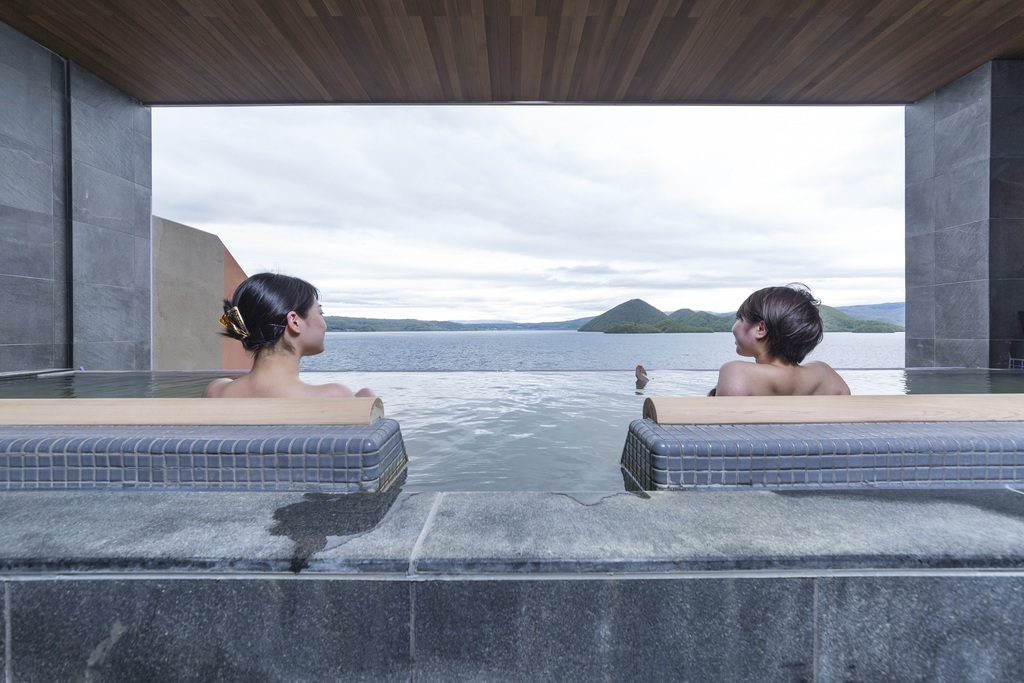 景色を眺めながらの寝湯