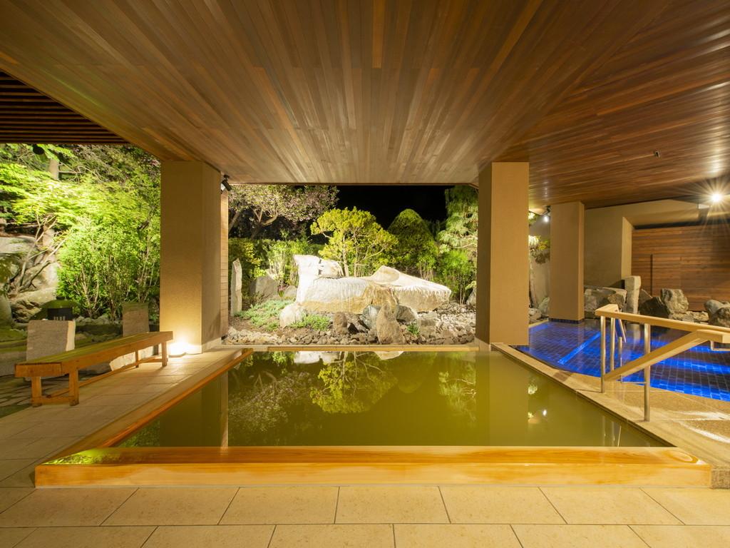 【月の湯】夜の露天風呂も趣がある
