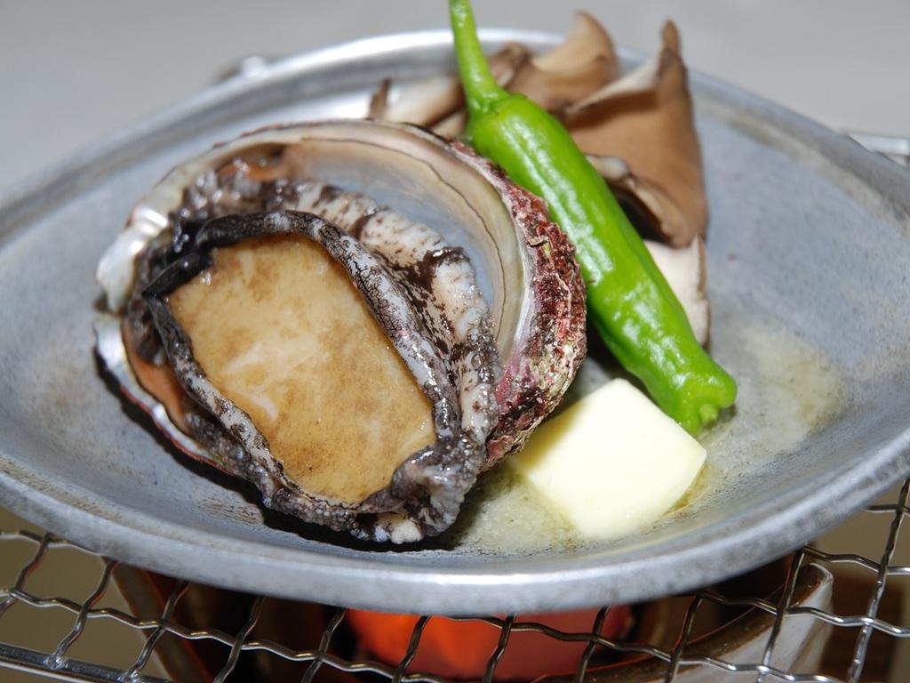 蝦夷アワビの陶板焼き