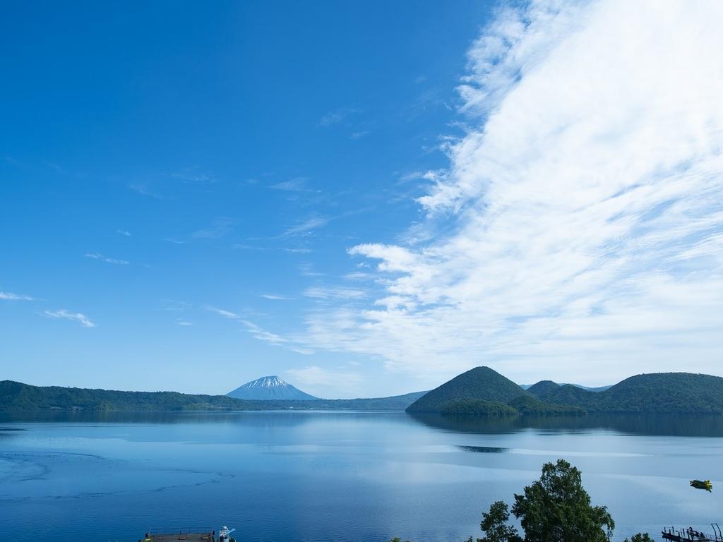 目の前に広がる洞爺湖と羊蹄山