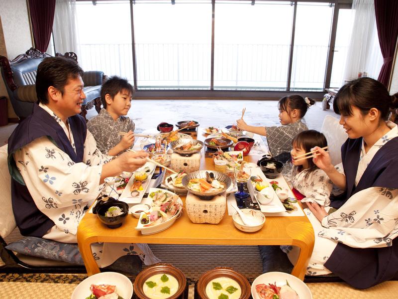 【お部屋食】5人でもゆったりとお食事をお召し上がりいただけます。