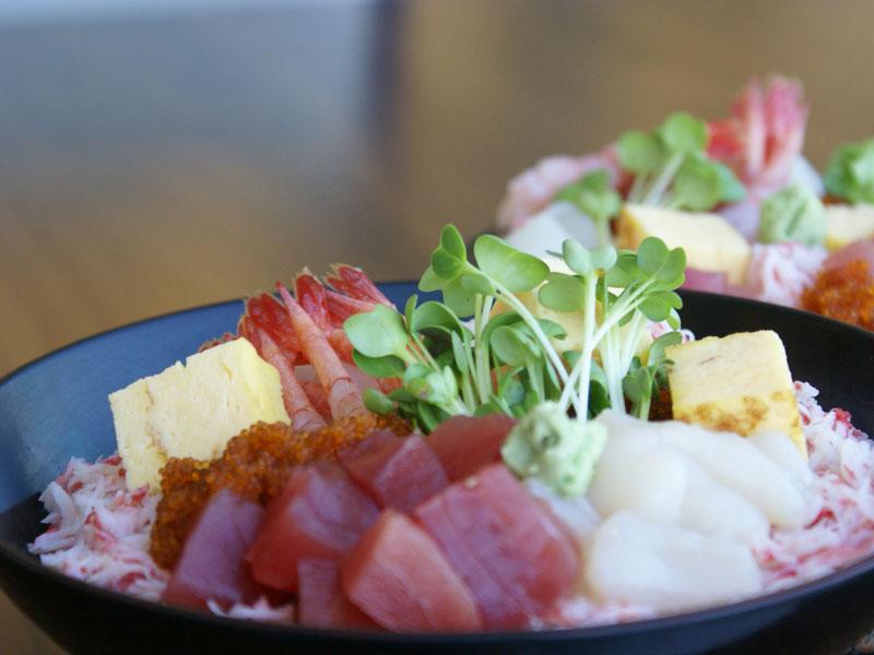 【朝食・海鮮丼】たくさん載せて〜・・・パクリ♪♪