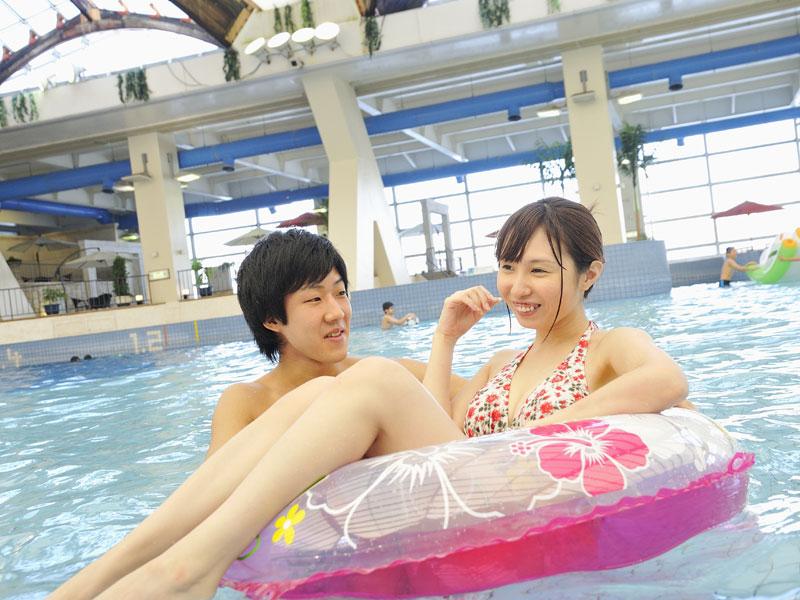【プール】浮き輪でプカプカ