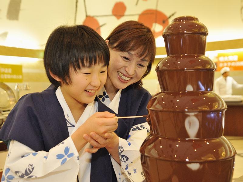 【レストラン パレシオ】大人も子供も一度はやってみたい!チョコレートファウンテン