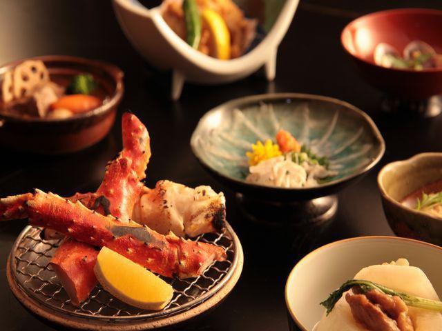 【冬会席-本会席膳】ふぐの鉄刺し、タラバ蟹が追加になります♪