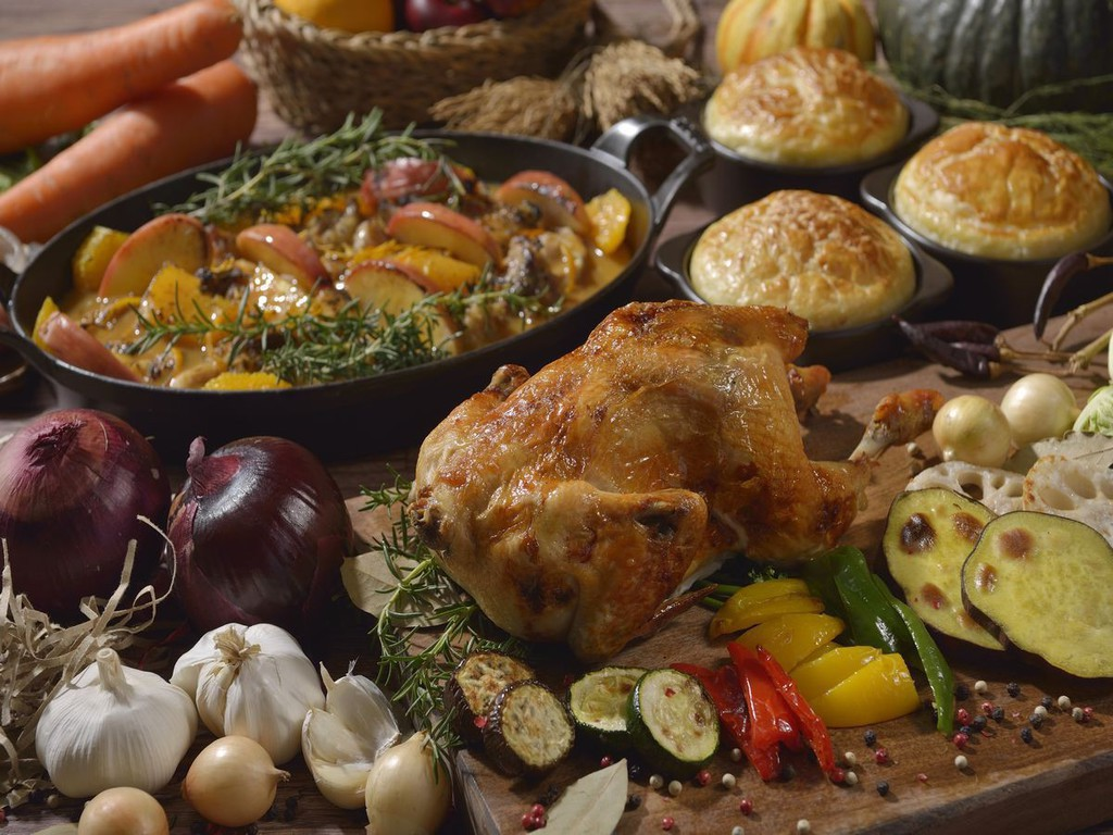 【ウィンターフェア】炭火焼きチキン、チキン×フルーツダッチオーブン、南瓜のポタージュパイ包み