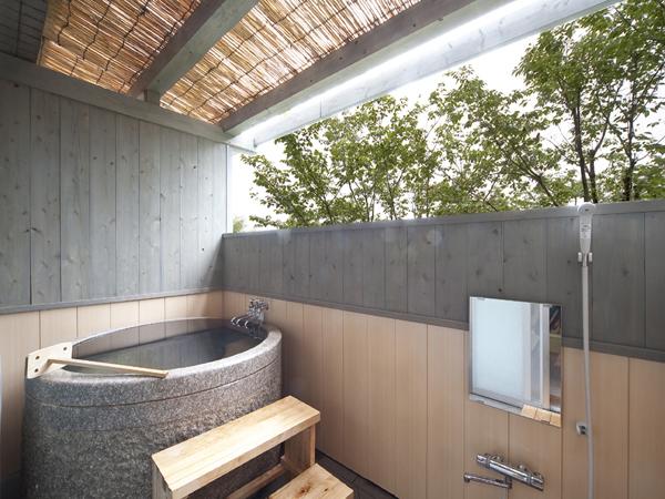 1階半露天付き和室のお風呂