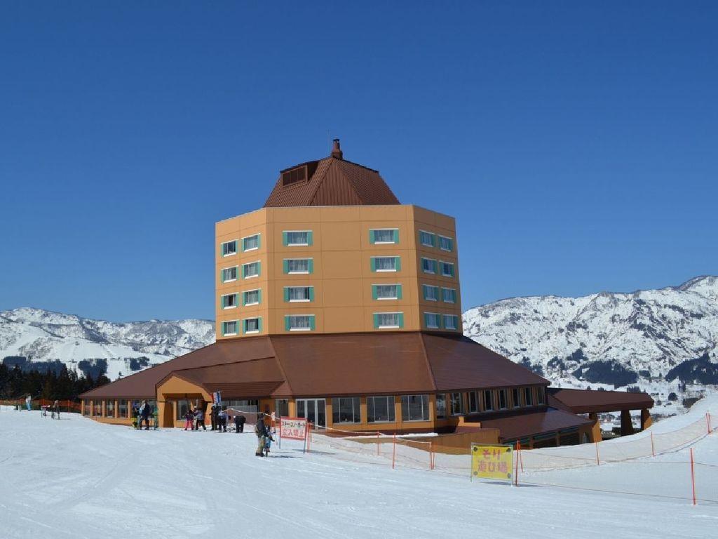 ホテル冬外観