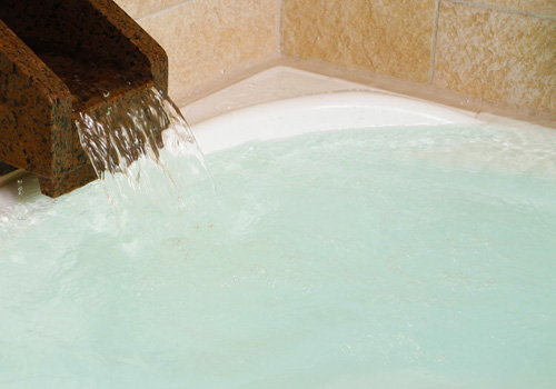 かけ流しの天然温泉を、心行くまでご堪能下さい。