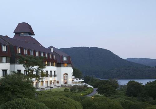 上階客室からは芦ノ湖やホテル庭園を眺めることが出来ます