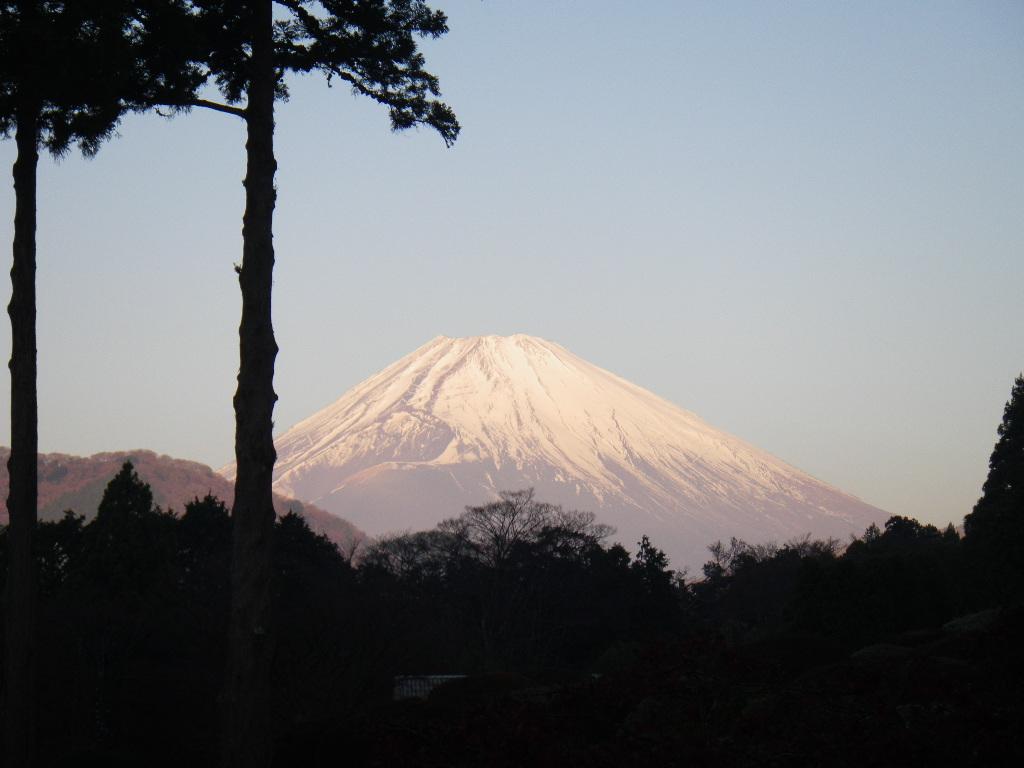 ラウンジテラスより 朝焼けの富士山
