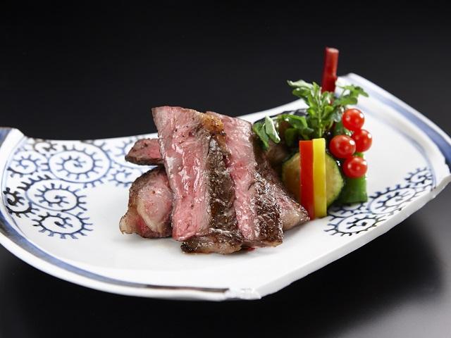和牛ステーキ(料理・器はイメージ)