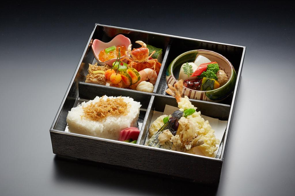 お夜食弁当(料理・器はイメージ)