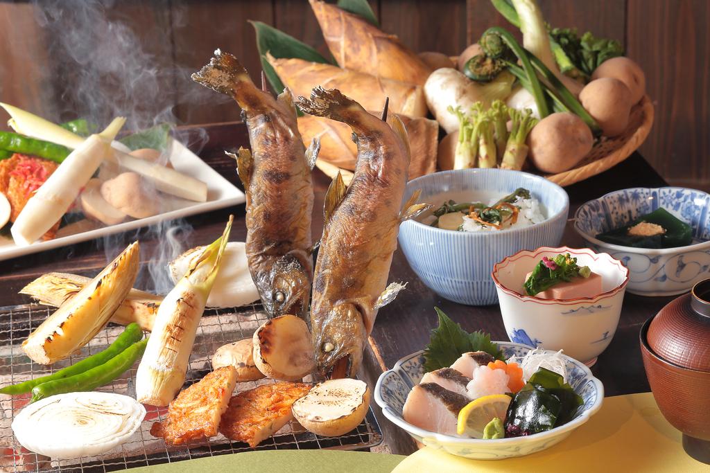 箱根湯寮での「季節の囲炉裏コース」(料理・器はイメージ)