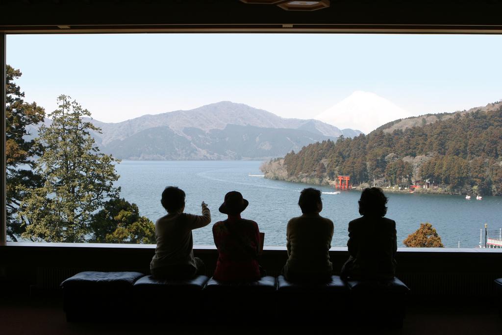 富士山まで一望できる「成川美術館」の展望ラウンジ