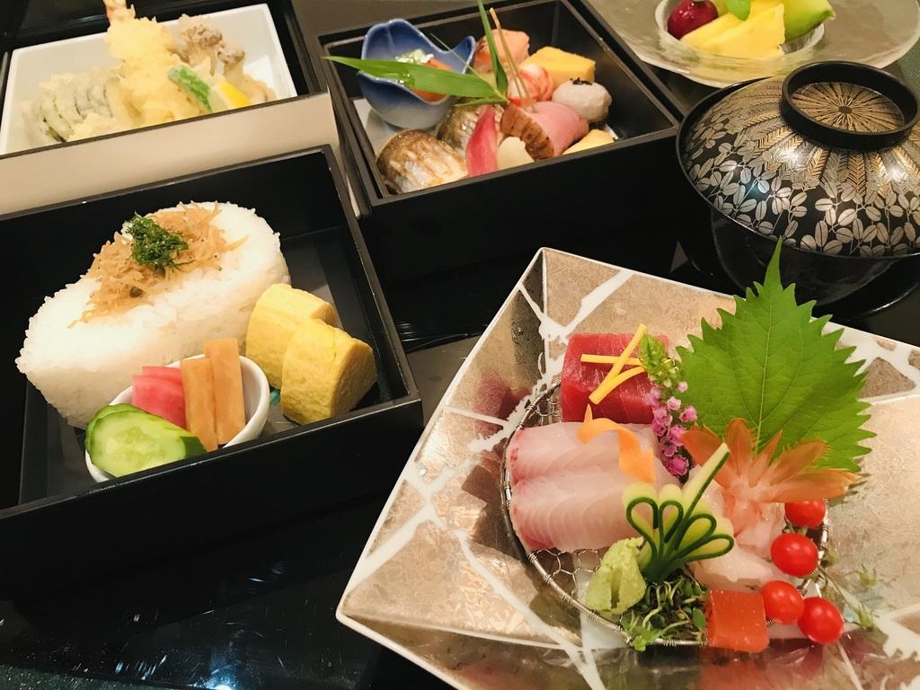 ご夕食懐石弁当(料理・器はイメージ)