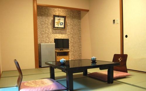 リーズナブルに泊まれる山側8帖和室