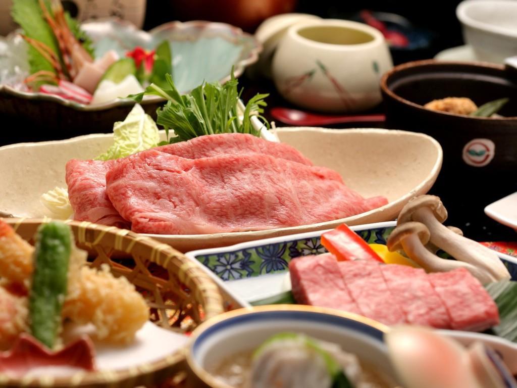 牛しゃぶ×ステーキを楽しめる「美味饗宴会席」