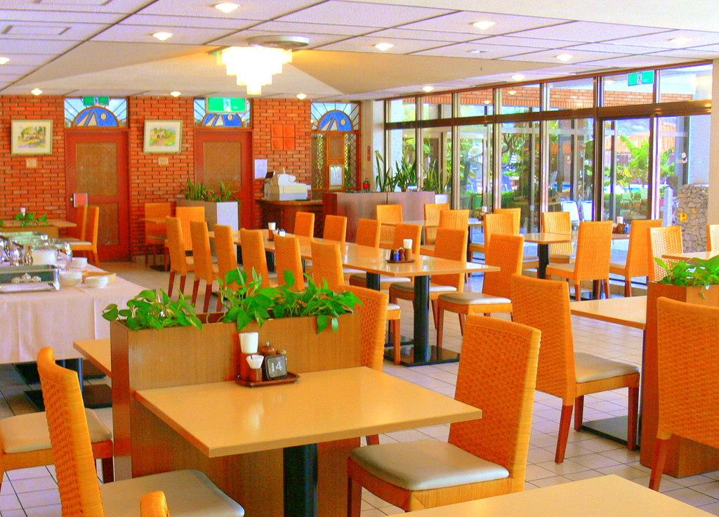1Fレストラン「アカバナ」