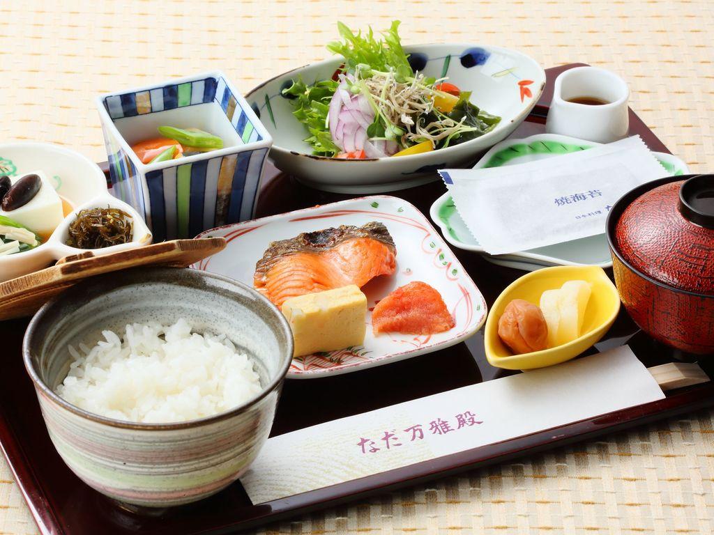 朝食は「洋食ブッフェ」「なだ万雅殿和定食」からお選びいただけるので連泊のお客様にもおすすめです!