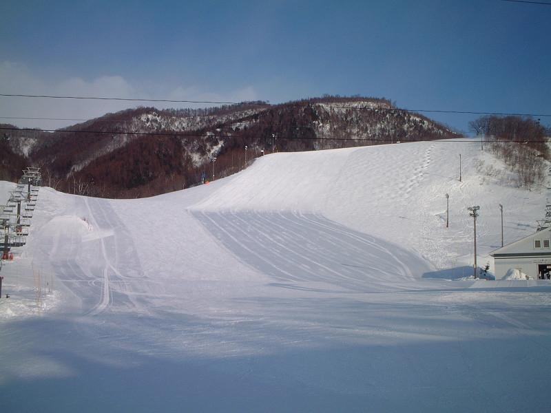朝イチのスキー場はきっと気持ちいいはず!
