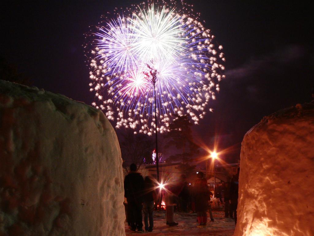 空気が澄んでいる冬は花火がとてもキレイな季節です