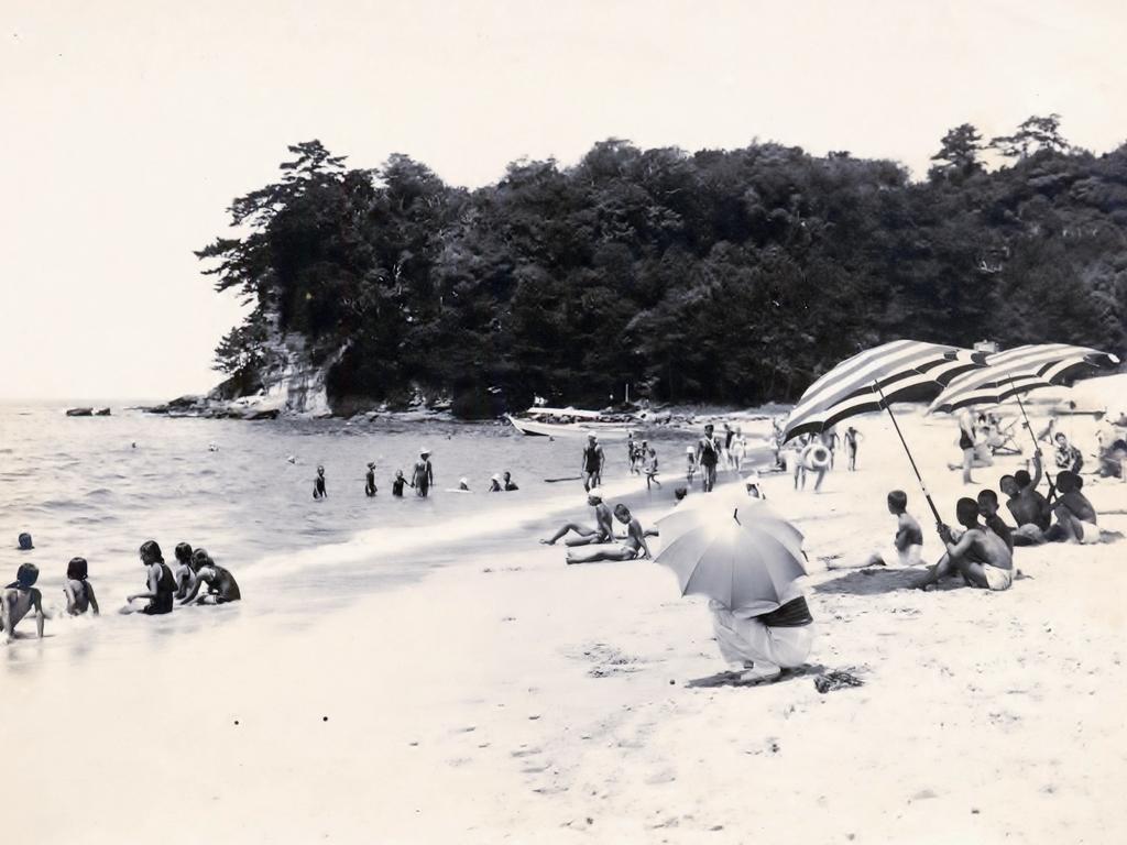 昭和初期の白良浜。この地で90年歩んで参りました