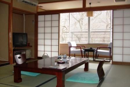 和室10畳客室の一例です