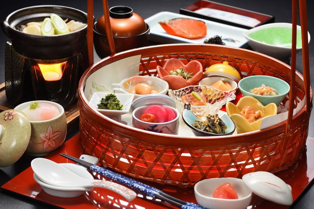 旅館の朝の楽しみの一つ和定食。山形ならではの食材お料理をお楽しみください