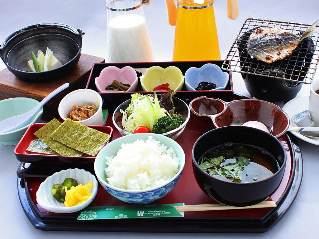 朝食の和定食 (一例)