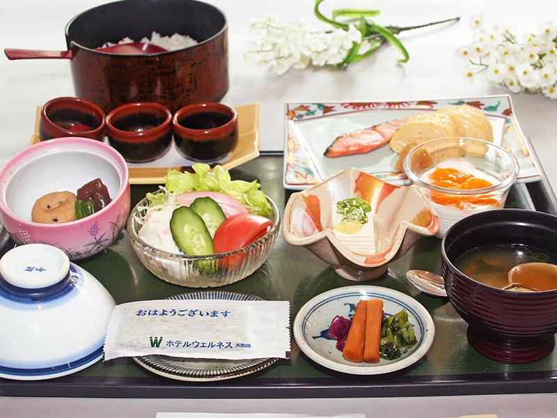 【ご朝食】 美味しい地元料理を盛り込んだ和定食