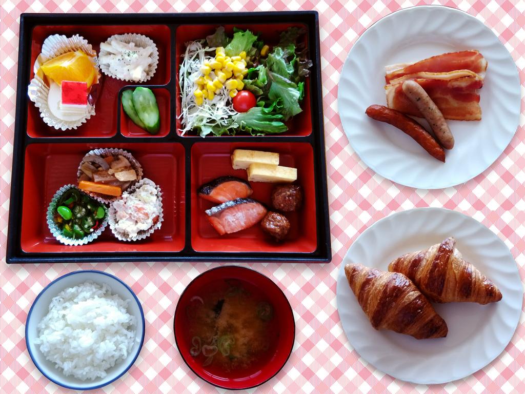 季節の素材を取入れた四季折々のお料理を松花堂のお弁当スタイルでご用意いたします。