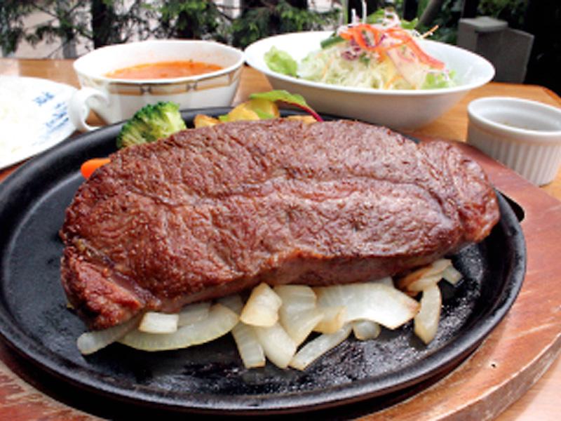 【ご夕食】ステーキセット<サラダ、牛ミスジステーキ(200g)、スープ、ライス(おかわり無料)>