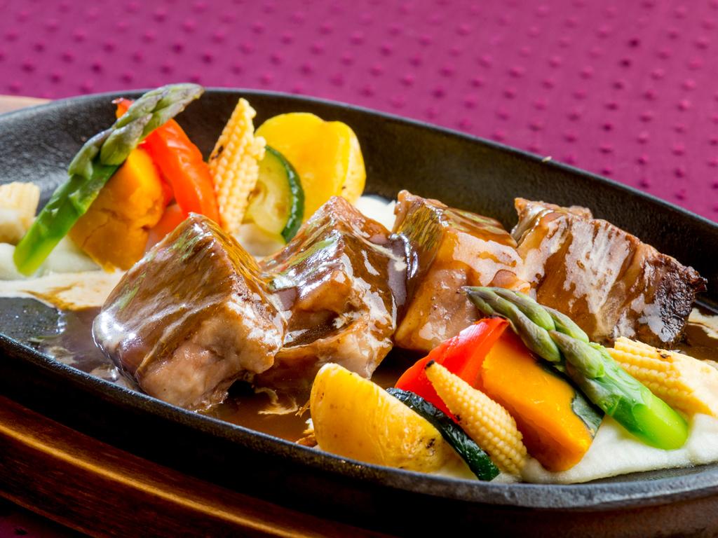 神戸牛バラ肉の煮込み鉄板仕立てコース[通年]
