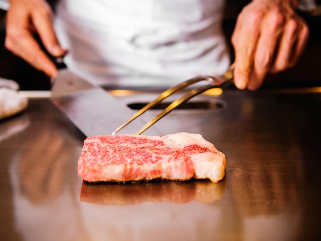 鉄板焼きで味わう神戸牛ディナー付きプラン