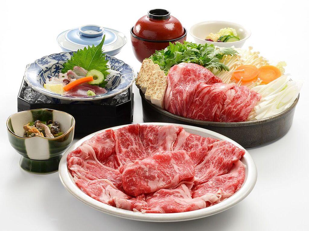 民芸割烹「いなんば」で食す!選べる夕食プラン(お肉の味を存分に引き出し季節野菜と一緒にいただく「伝統の牛鍋」)