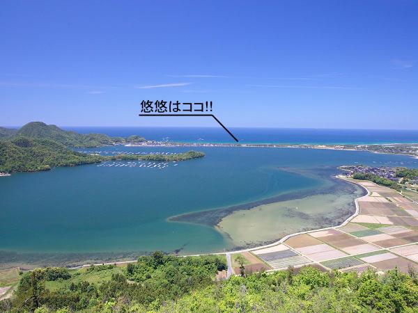 海と海に囲まれた「悠悠」。海まで徒歩約5分。ビーチを散歩が心地よい。